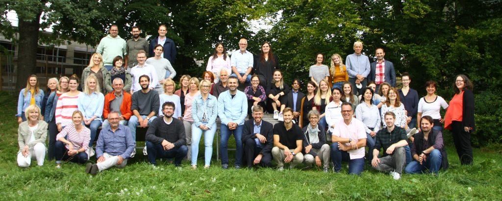 Bild des Kollegiums des Mildred-Scheel-Berufskollegs aus dem Jahr 2021